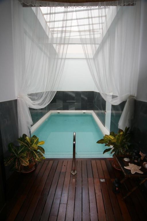 cadiz piscina privada palacio san bartolome