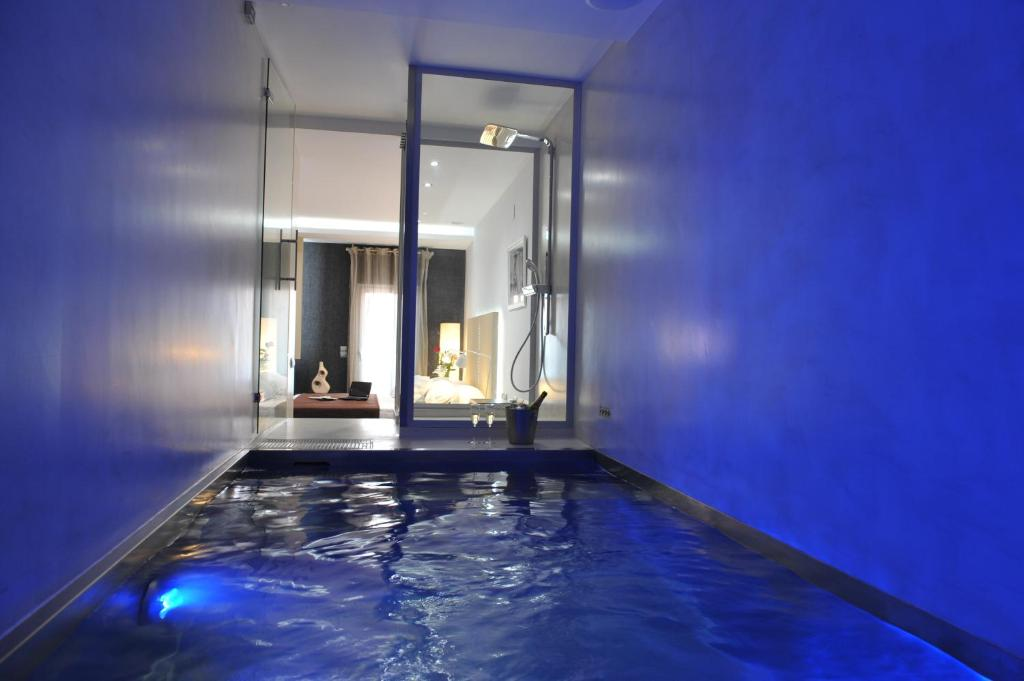 gaudint barcelona suites con pisicna privada