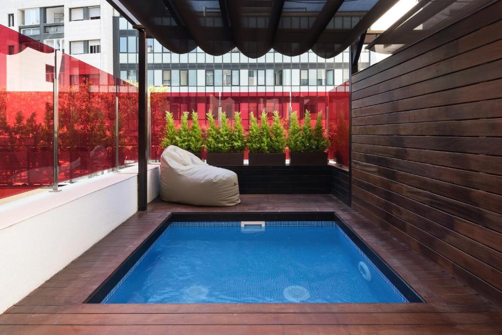 hotel catalonia ramblas con piscina en habitacion